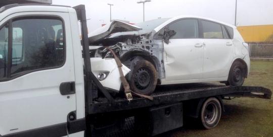 Törött autó szállítás